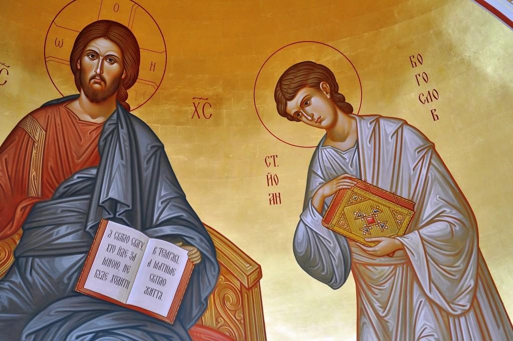 Прихилити вухо до Христа, бути близько, слухати Його з вірою і любов'ю: ось до чого надихає ця ікона покровителя факультету в апсиді каплиці.