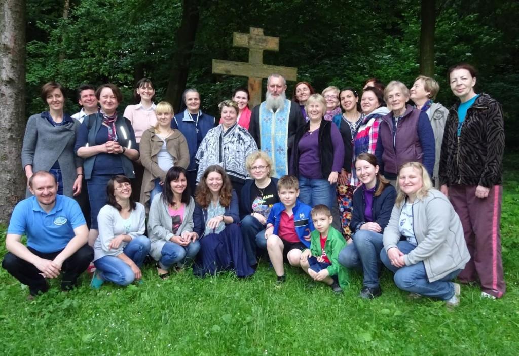 Біля пам'ятного хреста Літньої богословської школи, посадженого 20 років тому о. Петром Галадзою